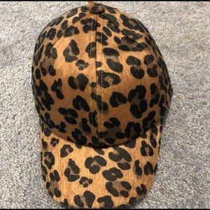 NWOT H&M leopard hat